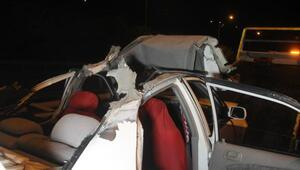 Aydınlatma direğine çarpan otomobil takla attı: 1 ölü, 1 yaralı