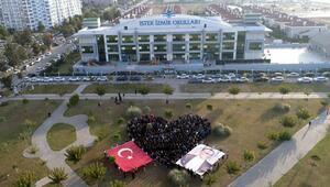 İstek İzmir Okulları Atayı velileriyle andı