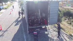 Kapalı kasa kamyondan 82 kaçak göçmen çıktı