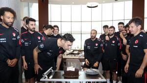 A Milli Futbol Takımında Kaan Ayhanın doğum günü kutlandı