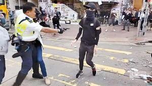 Polis silahsız göstericiyi gerçek mermiyle vurdu