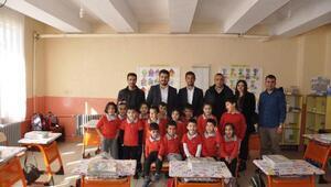 AK Partiden Tuncelideki öğrencilere destek