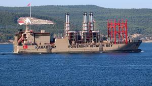 Yüzen enerji gemisi Çanakkale Boğazından geçti