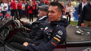 Red Bull-Honda, Albon ile devam edecek