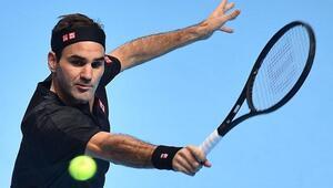 Roger Federer ilk galibiyetini aldı