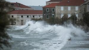 Kuvvetli rüzgar, Adriyatik kıyılarında yaşamı olumsuz etkiliyor