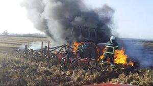 Traktör tarlada alev alev yandı