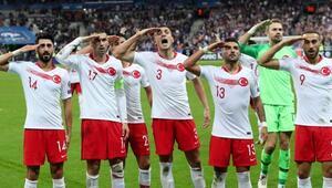 İzlanda maçı öncesi flaş karar UEFAya inat asker selamı...