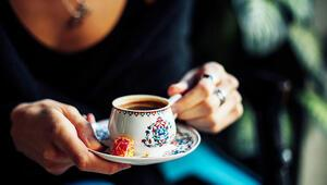Uzmanından Tavsiye: Kahveyi Kalın Fincanda İçin