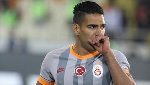 Galatasaraydan Falcao açıklaması Yeniden...