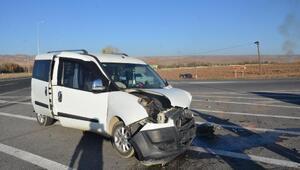 Kayseride otomobil ile hafif ticari araç çarpıştı: 4 yaralı