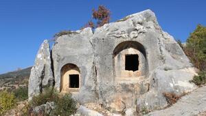 Karamandaki İkizin Kaya Mezarlığına yoğun ilgi