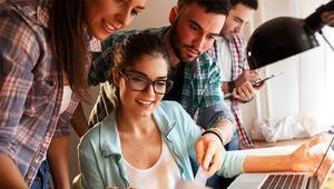 Devlet üniversitesindeki öğrenciler daha 'mutlu'