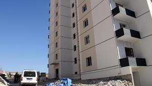 5inci kattan düşen inşaat işçisi yaralandı