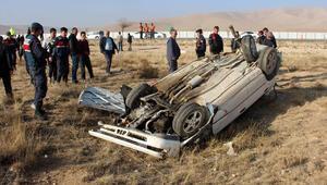 Şarampole devrilen otomobilin sürücüsü öldü, 5 kişi yaralı