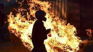 Bolivyada göstericiler Anezin görevi bırakmasını istedi