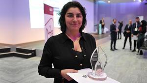 Ödülünü aldı, Avrupalı Türklere seslendi: Çocuklarınızı...