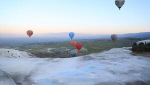Pamukkalede balonlar 153 bin kişiyi uçurdu