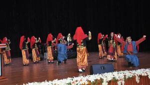 Öğretmenlerden konser ve  halk oyunları gösterisi