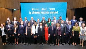Devlerden 'plastik' sözü