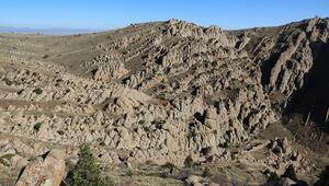 Sivasın Emirhan Kayalıkları ziyaretçilerini büyülüyor