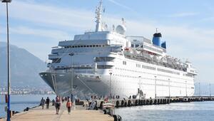 İngiliz turistleri taşıyan gemi Alanya'da