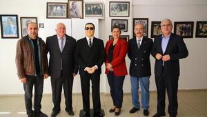 Büyükerşenden anı köşesine balmumu Adnan Menderes heykeli hediyesi