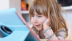 Elektronik aletler çocukların konuşmasını geciktiriyor mu