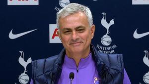 Tottenhamın yeni teknik direktörü Jose Mourinho kırdı geçirdi