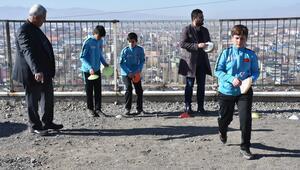 Öğrencilerini sporla okula kazandırdı