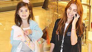 Nur Fettahoğlu kızı ile alışverişte