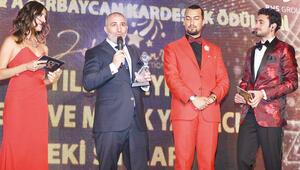 Türkiye-Azerbaycan Kardeşlik Ödülleri sahiplerini buldu...Zeki Sincara 'yılın en iyi müzik ve sinema yapımcısı' ödülü