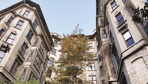 Bina çürük ama sanatsal değeri büyük... Hamit Görele eserlerini ağırlayan  apartmanda son durum: