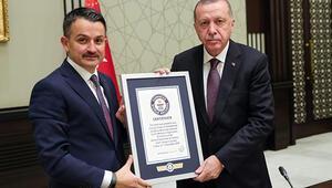 En fazla fidan dikme dünya rekoru belgesi Cumhurbaşkanı Erdoğana verildi