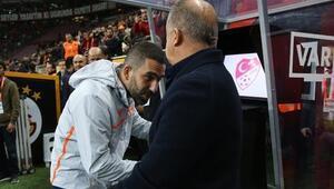 Arda Turanın Galatasaraya 'geri dönüş' haberleri taraftarları ikiye böldü