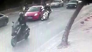 Motosikletli sürücünün ölümden döndüğü anlar