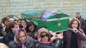 Eski eşinin satırla öldürdüğü Ayşenin tabutuna kadınlar omuz verdi