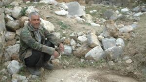 Keçileri otlatırken tarihi hamam ve kilise kalıntıları buldu