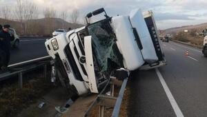 Devrilen TIR'ın şoförü öldü