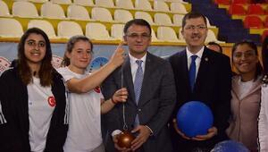 Amatör futbol kulüplerine malzeme yardımı yapıldı