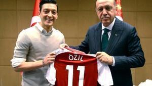 Almanyadan Mesut Özil açıklaması; Hata yapıldı