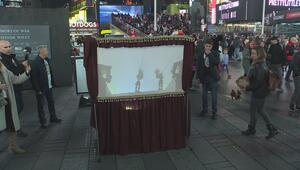 Times Meydanında Karagöz-Hacivat gösterisi