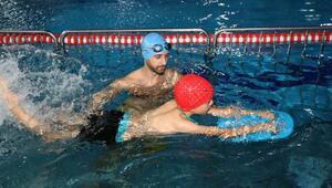 Çankayanın öğrencilerine, beden eğitimi dersinde yüzme eğitim