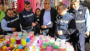 Semt pazarında 3 liraya satılan oyun hamurları toplatıldı