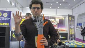 Genç mucit yapay zeka destekli protez kol yaptı