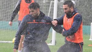 Başakşehirde Antalyaspor hazırlıkları başladı Yoğun yağmur altında...