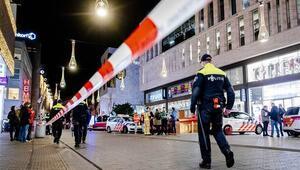 Son dakika... Hollandada bıçaklı saldırı: Yaralılar var