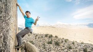 Rekortmen dağcı 300 metreden düştü