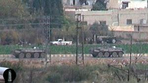 Devriye görevinden dönen Rus askerlerine teröristler araçlarla eşlik etti