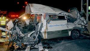 Taylandda Türk turistleri taşıyan araç kaza yaptı: Yaralılar var
